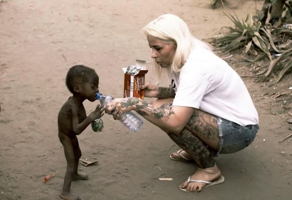 Anja Ringgren Loven, salvându-l pe micul Hope, copilul abandonat din Nigeria