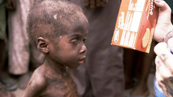 Hope, băiețelul abandonat să moară de foame, în Nigeria
