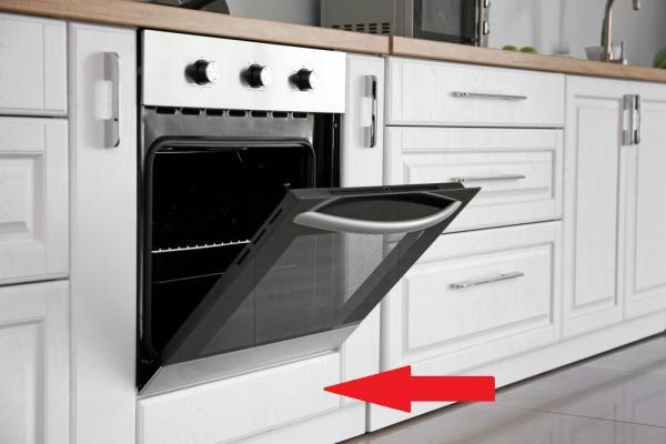 Imagine ilustrativă cu un aragaz, într-o bucătărie