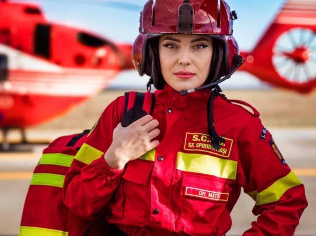 Avem nevoie de eroi ca Georgiana. Imaginea cu acest medic din Iași face înconjurul lumii