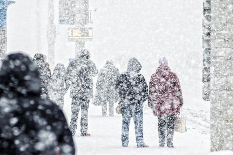 Administraţia Naţională de Meteorologie a emis, luni dimineaţă, o avertizare cod portocaliu de viscol puternic și ninsori abundente la munte.