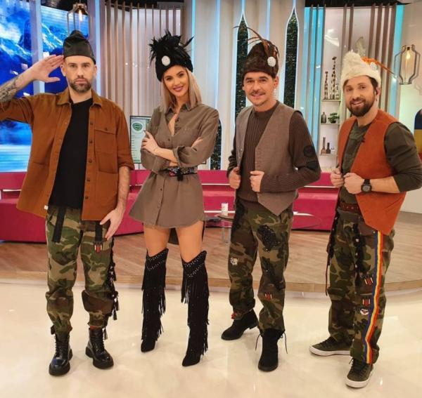 Răzvan, Dani, Florin și Ramona purtând haine cu motive militare, la Neatza cu Răzvan și Dani