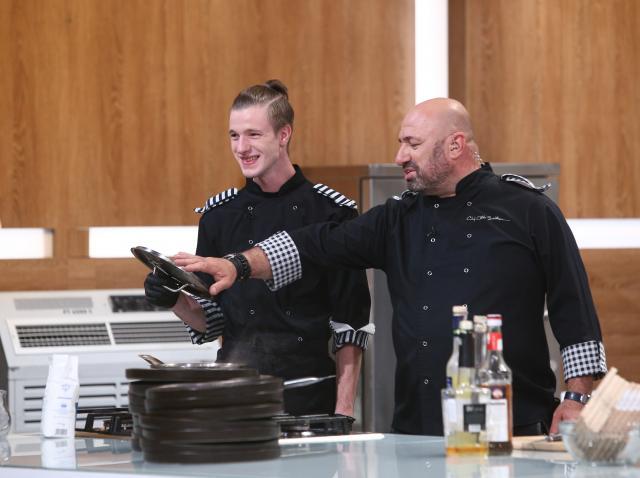 """Adrian Luca și Cătălin Scărlătescu, aflați în bucătăria emisiunii """"Chefi la cuțite"""" sezonul 8"""