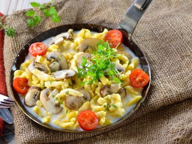 Spatzle cu ciuperci și sos de brânzeturi
