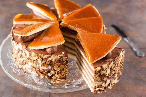 Rețetă de tort Doboș. Rețeta celui mai îndrăgit tort din bucătăria ungurească