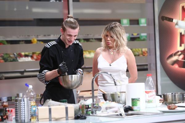"""Adrian Luca și Gina Pistol, în bucătăria emisiunii """"Chefi la cuțite"""" de la Antena 1"""