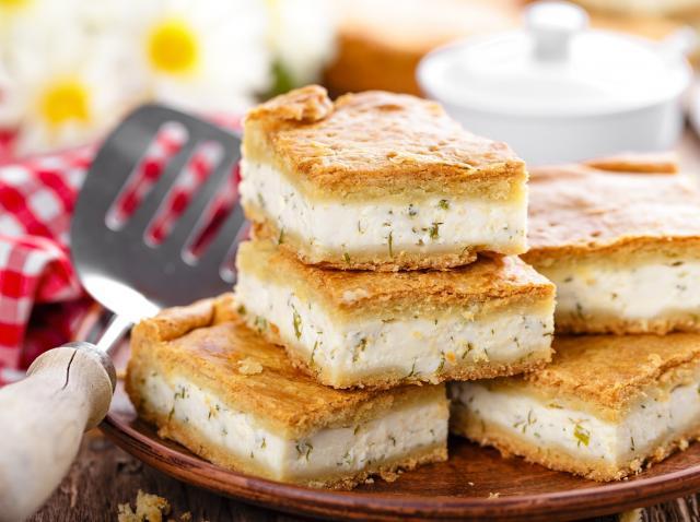 plăcintă aperitiv cu brânză