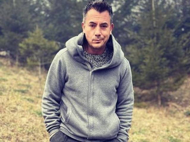 Răzvan Fodor s-a fotografiat la munte, îmbrăcat într-o ținută relaxată