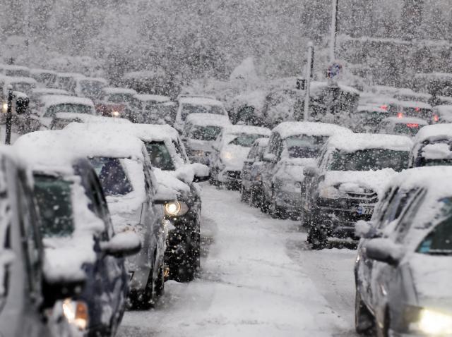 Prognoza meteo: zăpadă, vânt, polei, ploaie
