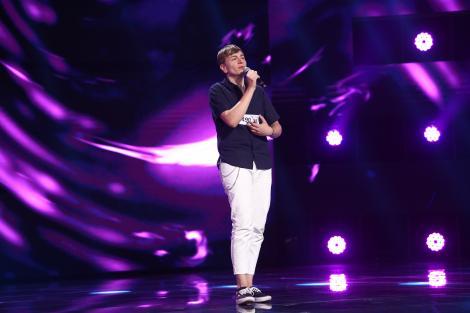 X Factor 2021, 1 octombrie. Cătălin Andrei Budea a făcut show în preselecții cu piesa Amnesia, din repertoriul lui Roxen