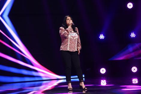 """X Factor 2021, 15 octombrie. Mirela Cicu a luat scena cu asalt, cu piesa """"Someone You Loved"""".""""Parcă avea miere în glas"""""""