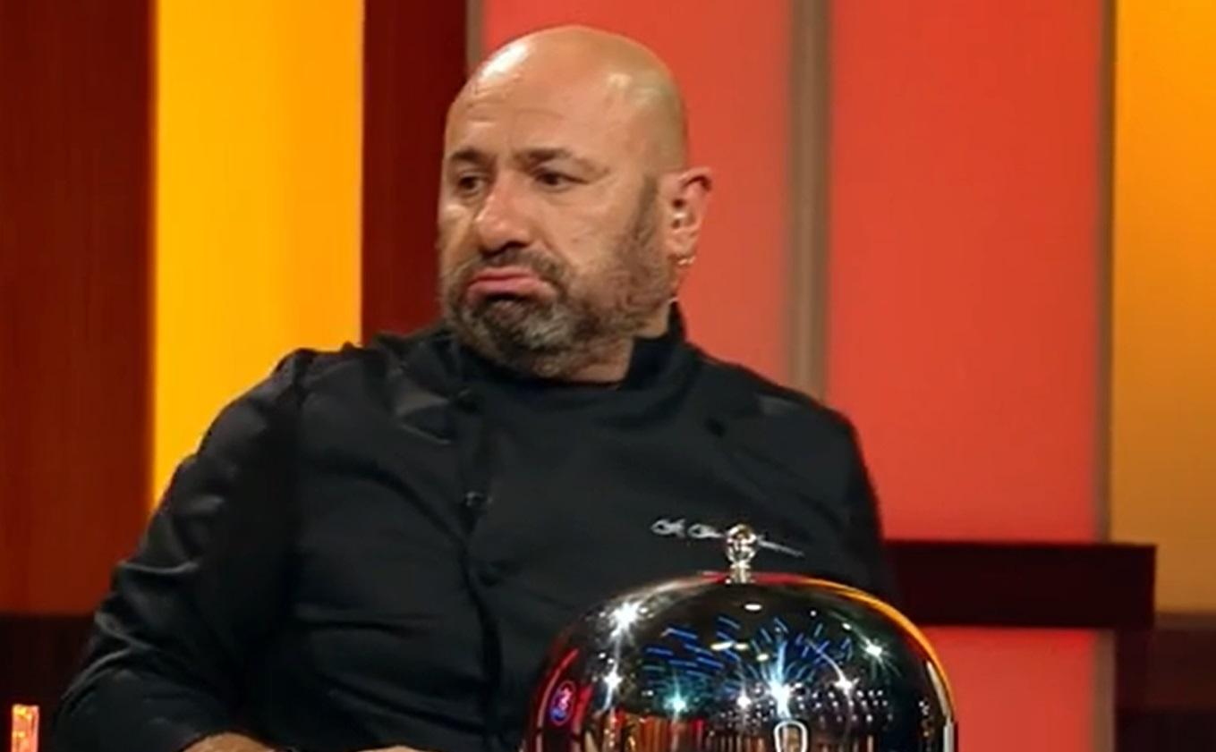 """cătălin scărlătescu în platoul emisiunii """"Chefi la cuțite"""", la masa jurizării"""