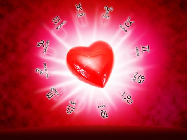 inima rosie cu semnele zodiacului in jurul ei