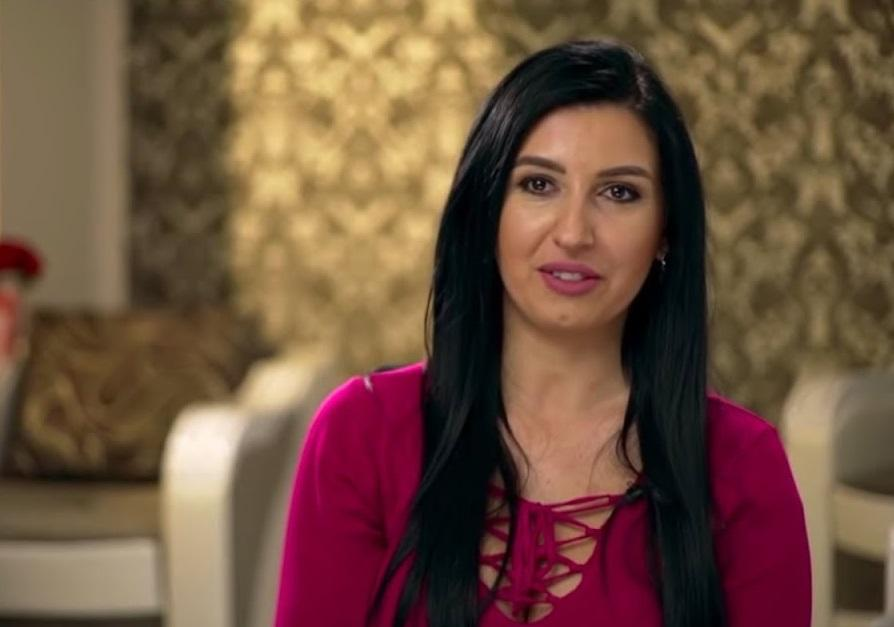"""Mirela Baniaș, dând interviu în cadrul emisiunii """"Insula iubirii"""""""