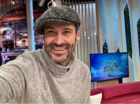 """Nicolai Tand, într-un pulover bej, în platoul emisiunii """"Neatza cu Răzvan și Dani"""""""