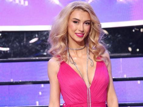 """Andreea Bălan, într-o rochie fuchsia la """"Te cunosc de undeva"""""""