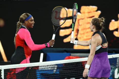 Simona Halep și Serena Williams, pe terenul de tenis, la Australian Open 2021