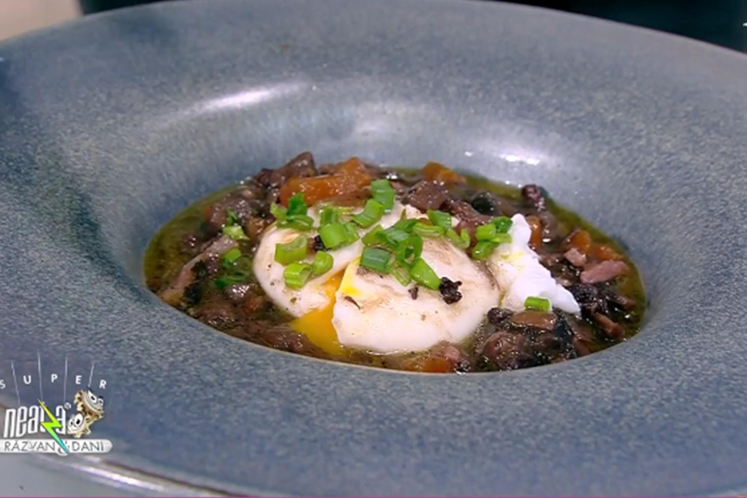 Ouă poșate în sos de vin roșu. Rețetă din bucătăria franțuzească, preparată de Chef Nicolai Tand