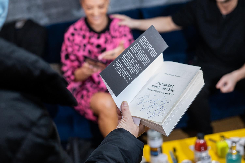 Lansare de carte surpriză pentru Mihai Bendeac, duminică, la iUmor