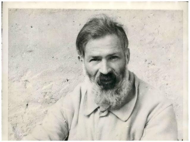 Portretul lui Constantin Brâncuși, într-o cămașă albă