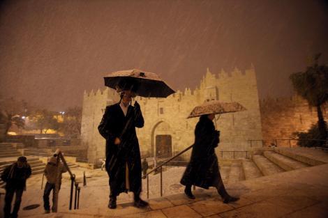 A nins în Ierusalim pentru prima dată în ultimii şase ani. Ce au făcut locuitorii orașului sfânt când au văzut zăpada. Video