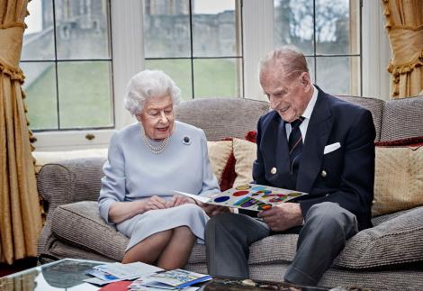 printul philip si regina elisabeta inainte sa fie internat la spital si retinut mai multe zile