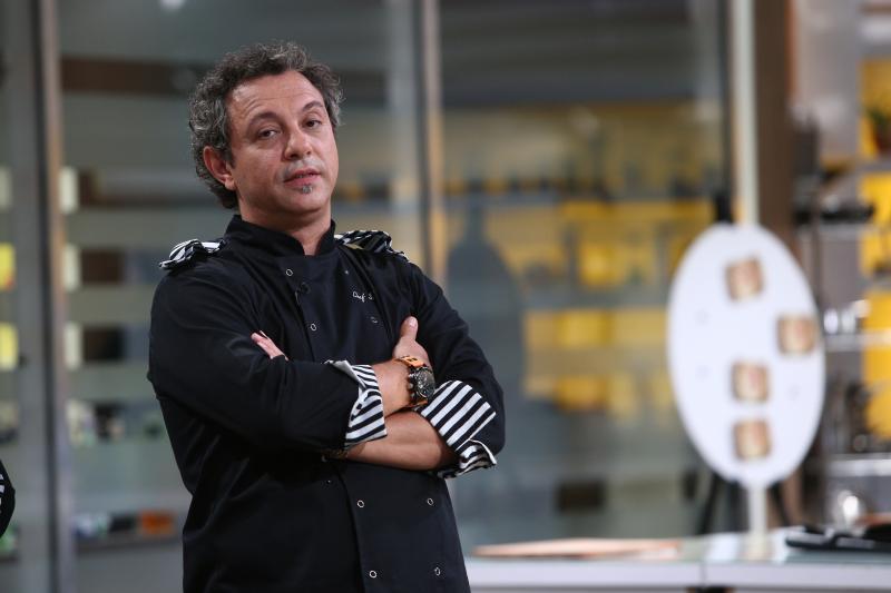 """Sorin Bontea  în bucătăria emisiunii """"Chefi la cuțite"""", sezonul 8"""