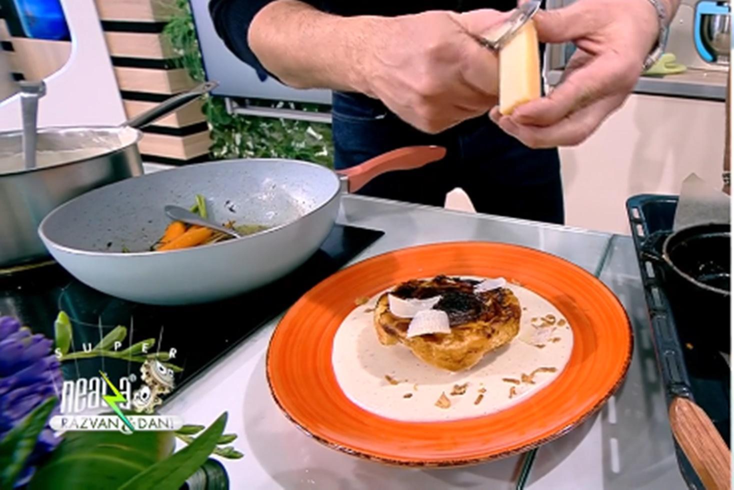 Rețetă de ceapă confiată în aluat foietaj cu sos de parmezan, preparată de Chef Nicolai Tand la Neatza cu Răzvan și Dani
