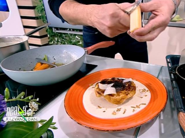 Aperitiv din ceapă cu foietaj și sos