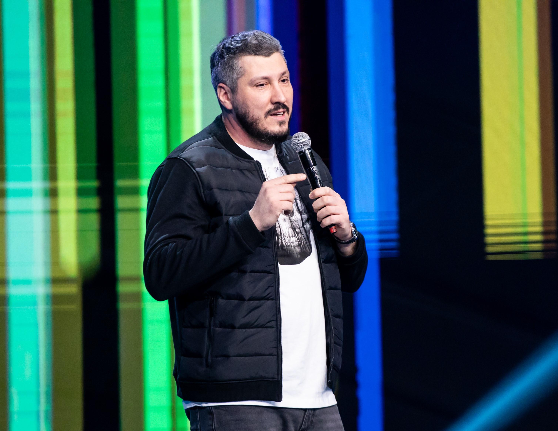 iUmor, 21 februarie 2021. Sorin Pârcălab, invitatul special al serii, a amuzat publicul cu numărul său de stand-up comedy
