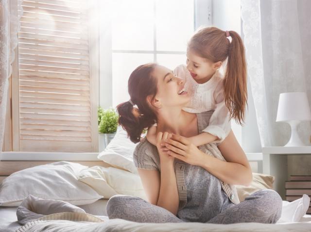"""Sărbătorește Ziua Femeii într-un mod special și spune """"Sărut mâna, mamă"""". Cum te poți înscrie și ce premii sunt puse în joc"""