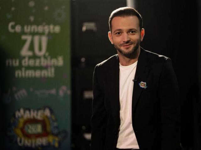 Mihai Morar intr-un sacou negru și tricou alb
