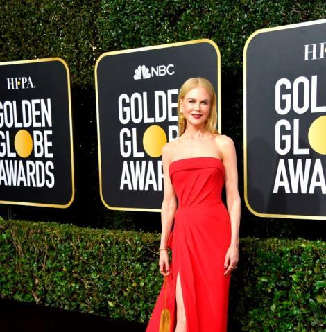Nicole Kidman intr-o rochie roșie, cu crăpătură pe picior