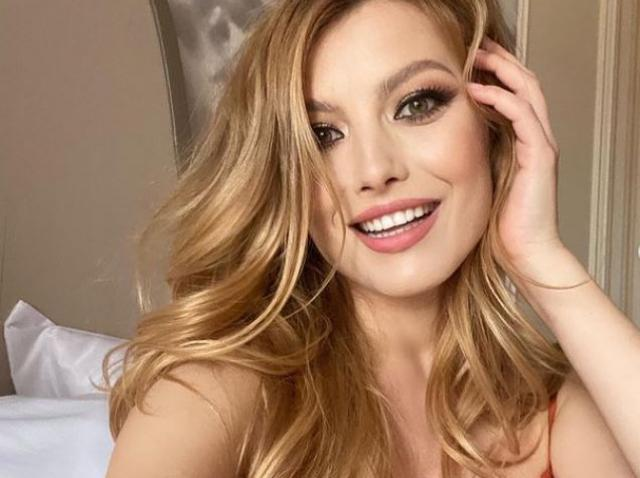 elena gheorghe selfie
