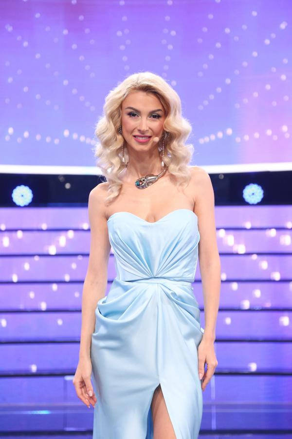 "Andreea Bălan, într-o rochie bleu la ""Te cunosc de undeva"""