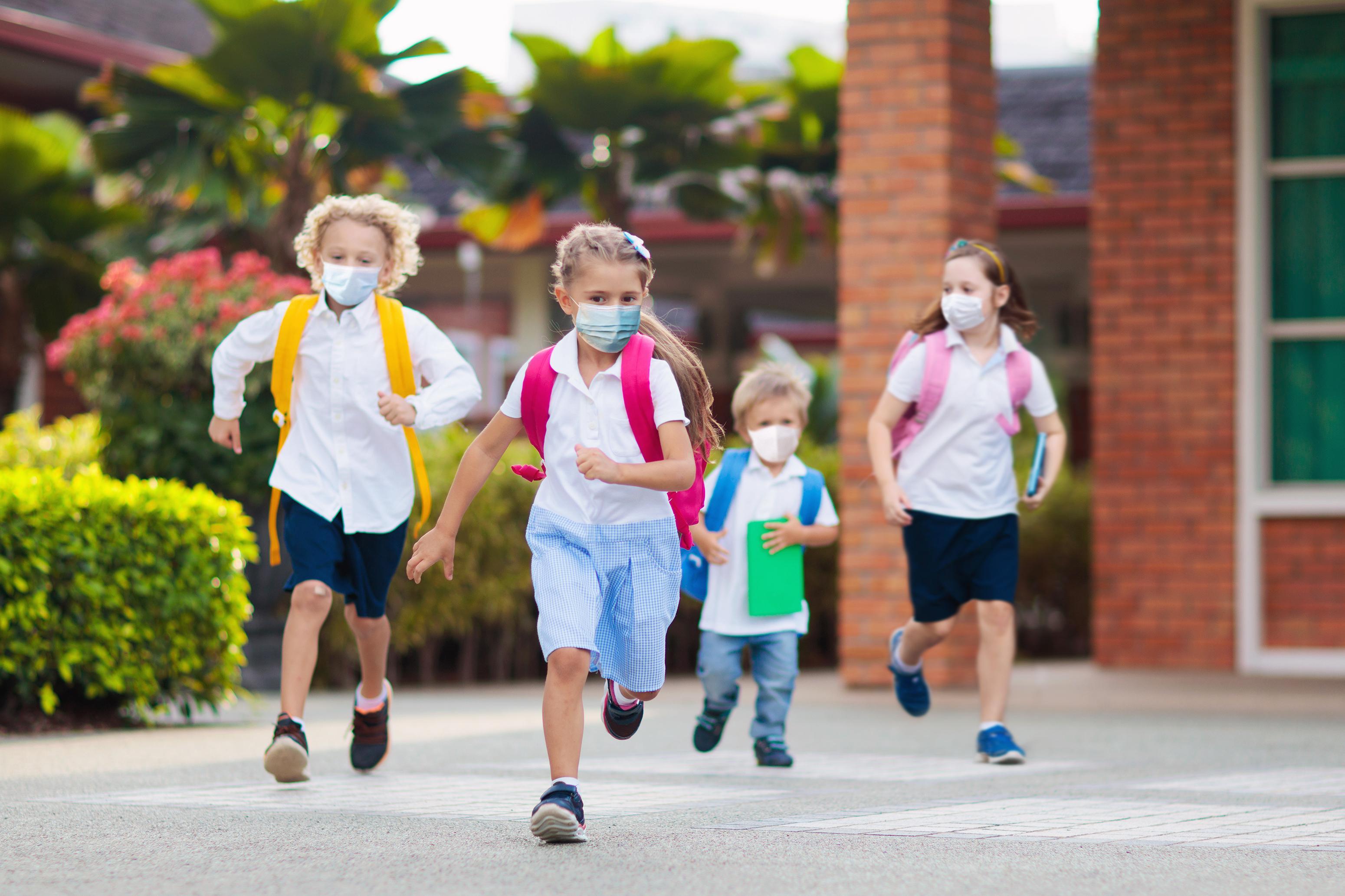 Ce se întâmplă cu elevii care refuză să poarte mască de protecție când vor reveni în băncile școlii, din 8 februarie 2021