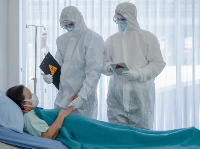 Povestea băiatului care a stat în comă zece luni și nu știe despre pandemia de Covid-19, deși a luat virusul de două ori