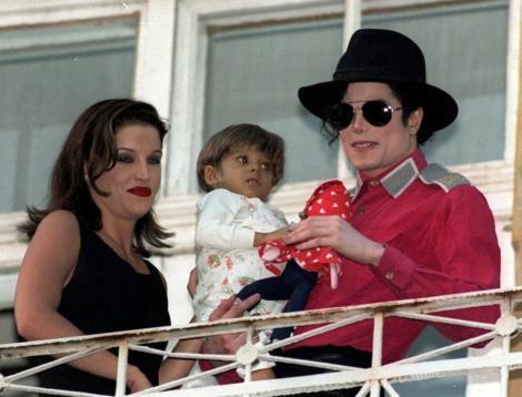 Lisa Marie Presley, Michael Jackson, copil, balcon