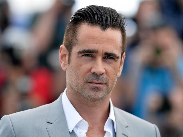 Colin Farrell covor rosu costum gri