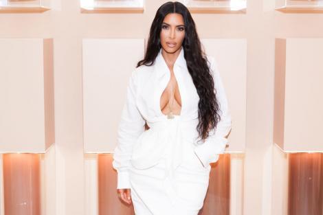 Kim Kardashian și-a surprins din nou urmăritorii. Cum arată costumul de baie cu care a atras toate privirile de pe plajă