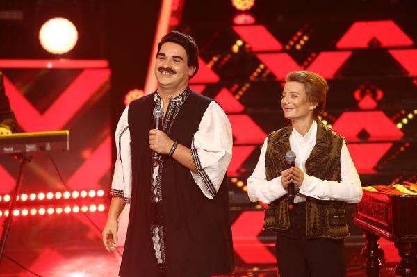 """Ana Baniciu și Andrei Ștefănescu, deghizați în Petrică Mâţu Stoian şi Constantin Enceanu la """"Te cunosc de undeva"""" 2021"""