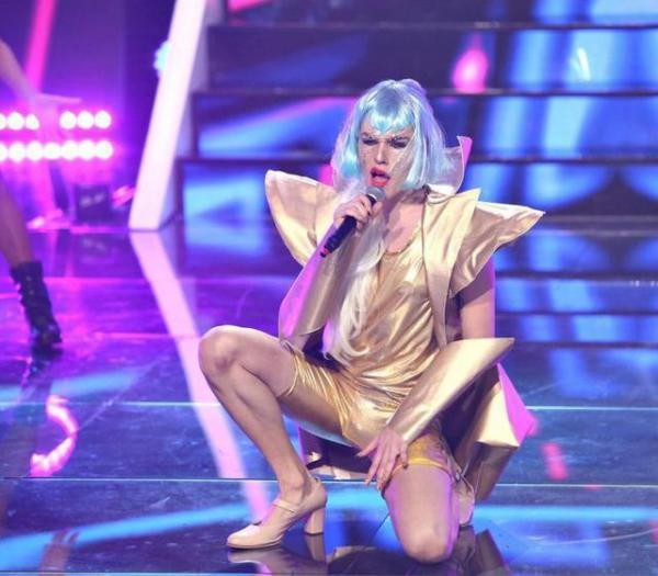 Radu Ștefa Bănică, interpretând-o pe Lady Gaga la Te cunosc de undeva, seoznul 16