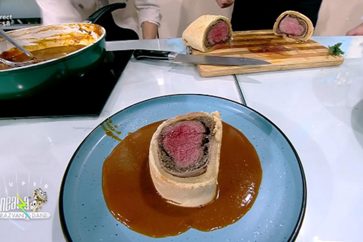 Rețetă de ruladă Beef Wellington, preparată de Chef Nicolai Tand la Neatza cu Răzvan și Dani