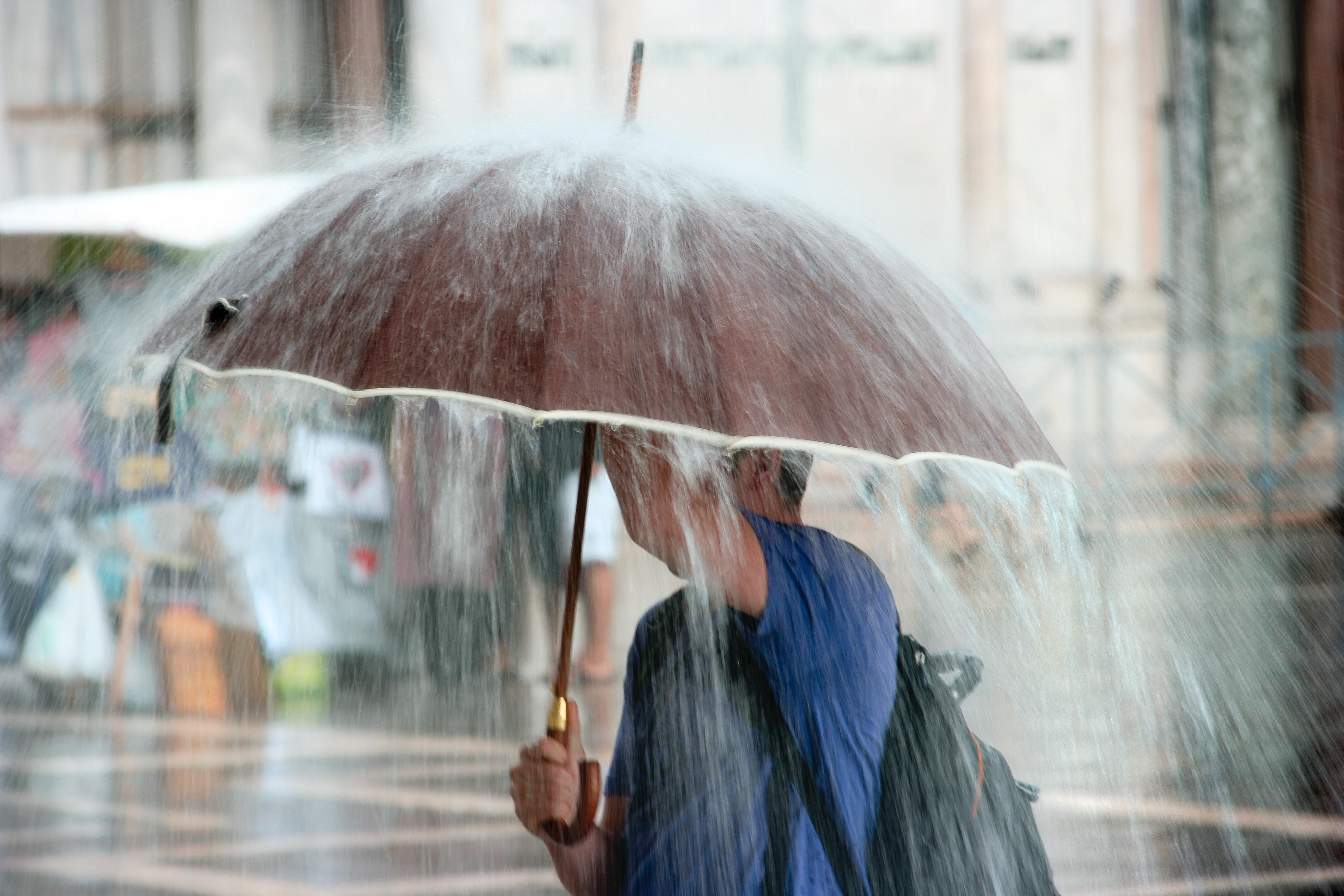Vremea ANM. Cod galben de ploi abundente și vreme rea! Care sunt zonele cel mai rău afectate
