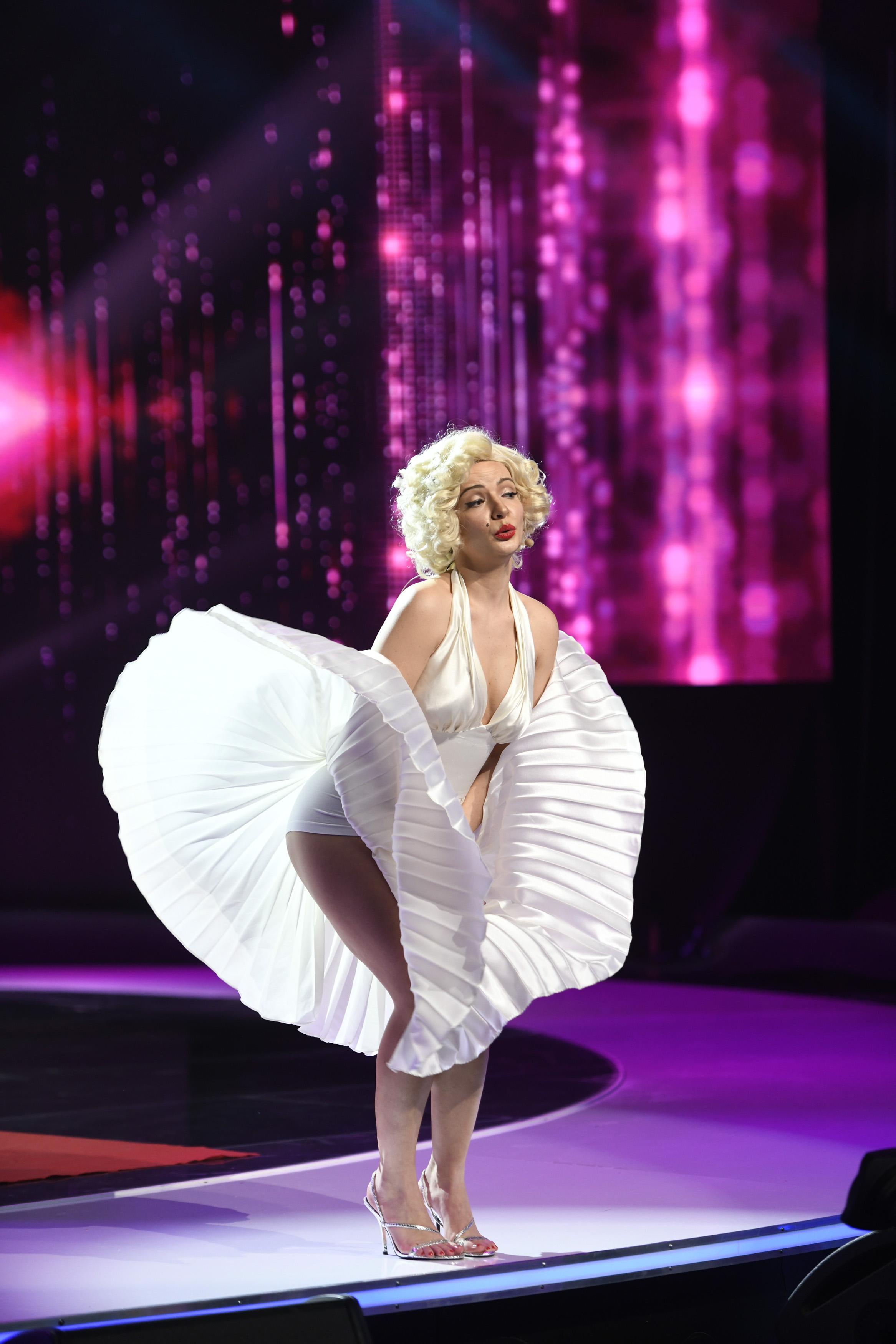 iUmor, 10 martie 2021. Roast istoric la iUmor. Anca Dinicu, deghizată în Marilyn Monroe, face spectacol cu glumele sale savuroase