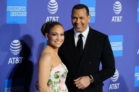 Jennifer Lopez, în cea mai mulată pereche de colanți de latex. Diva muzicii pop face furori pe Instagram