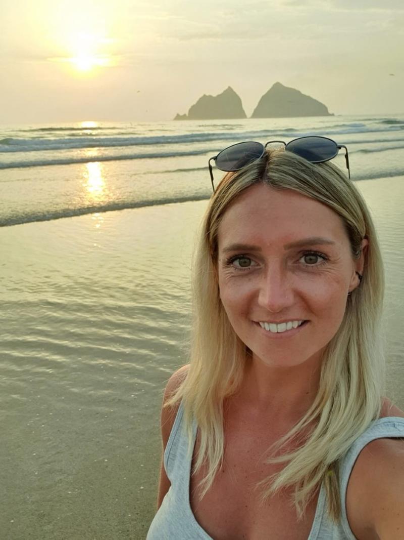 Lisa Sheppard, selfie pe o plajă