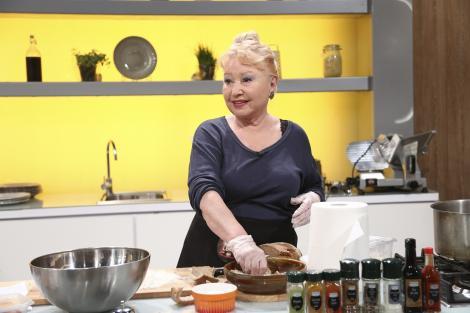 Rodica Popescu Bitănescu prepară mâncare de chiftele marinate pentru Chefi la cuțite