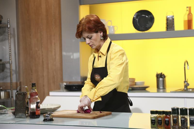 antonela costea gătind la chefi la cuțite