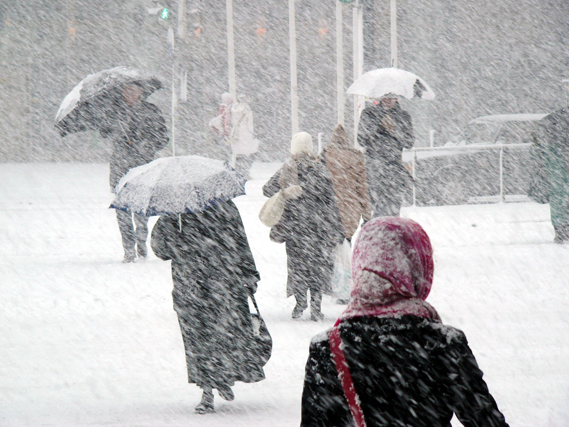 Alertă ANM! Cod portocaliu de ninsori abundente până sâmbătă și vreme deosebit de rea în mai multe județe din țară
